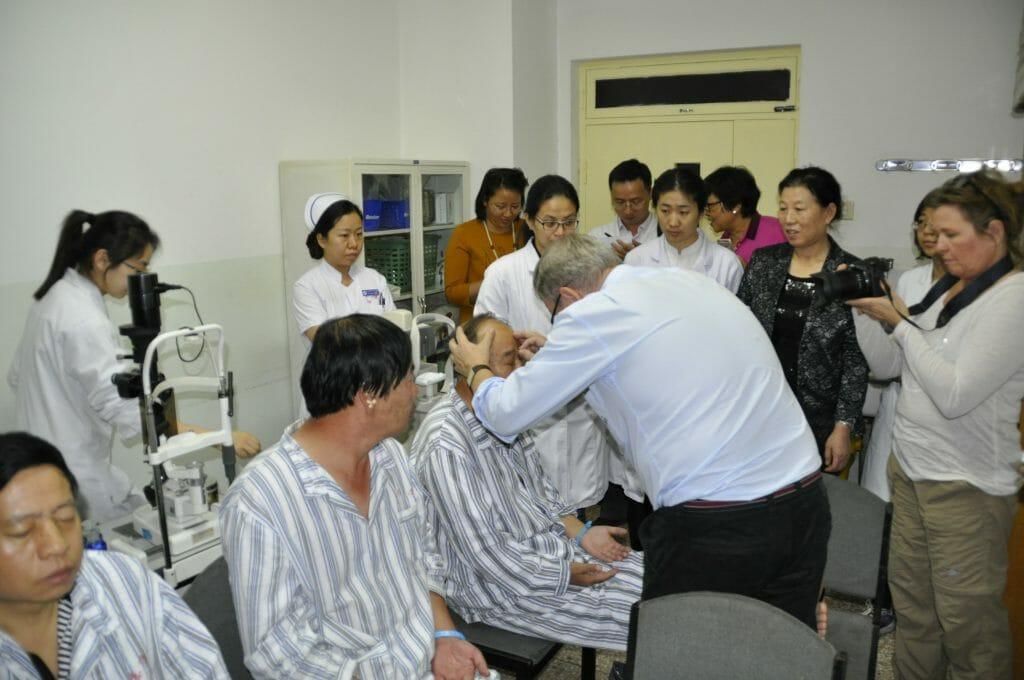 AMD patient bliver behandlet med Acunova akupunktur