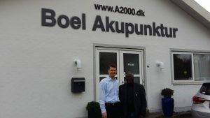 Prof. Dr med A. Charles Yankah med Boel akupunkturs ejer John Boel