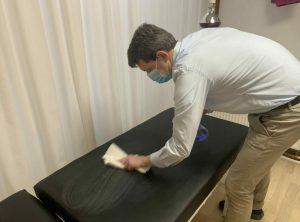 Boel Akupunktur rengøring af brikse under corona
